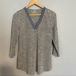 LOFT v-neck 3/4 length sleeve blouse sz XS
